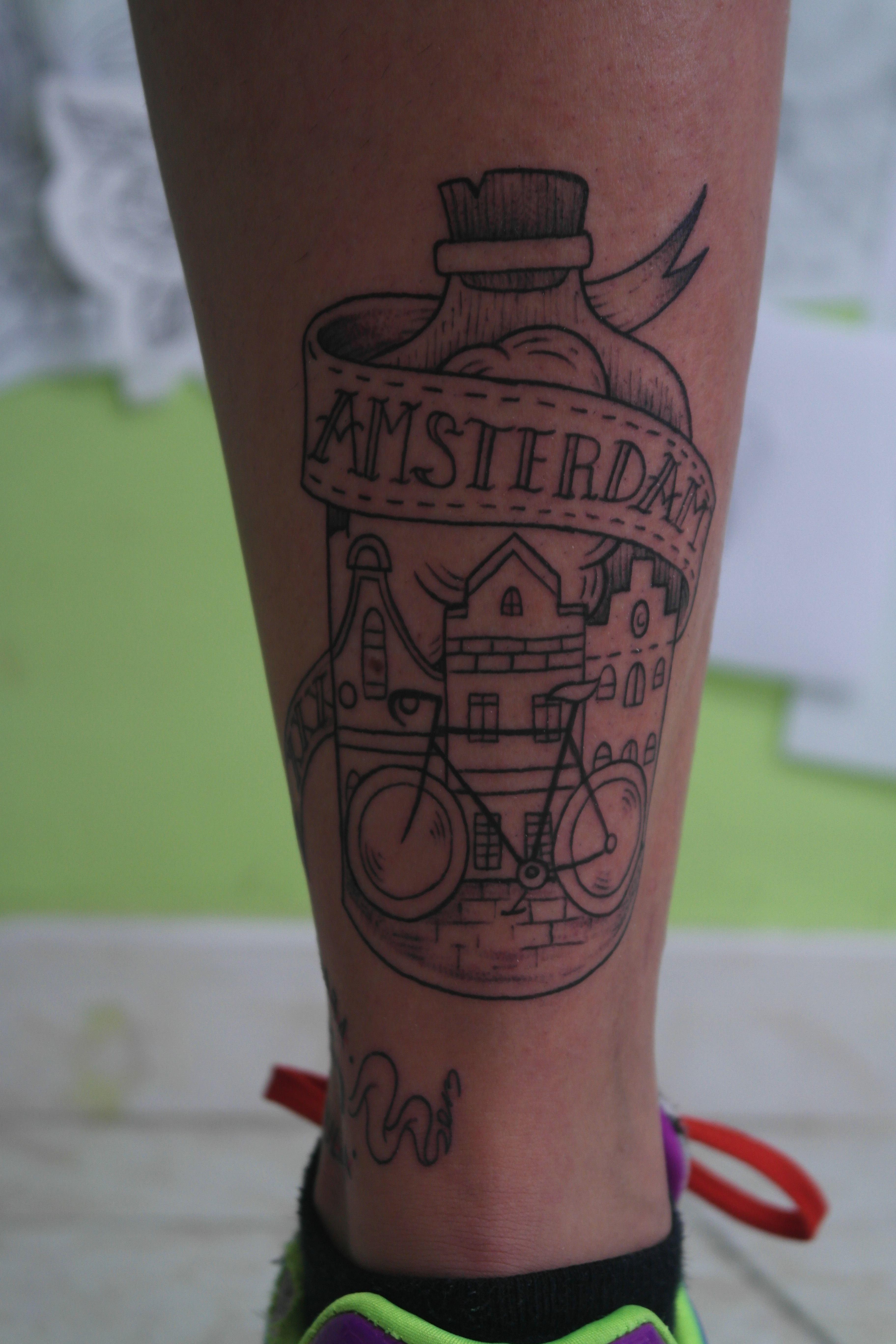 Botella Tatuaje tatuaje botella ciudad amsterdam - ensutinta estudio