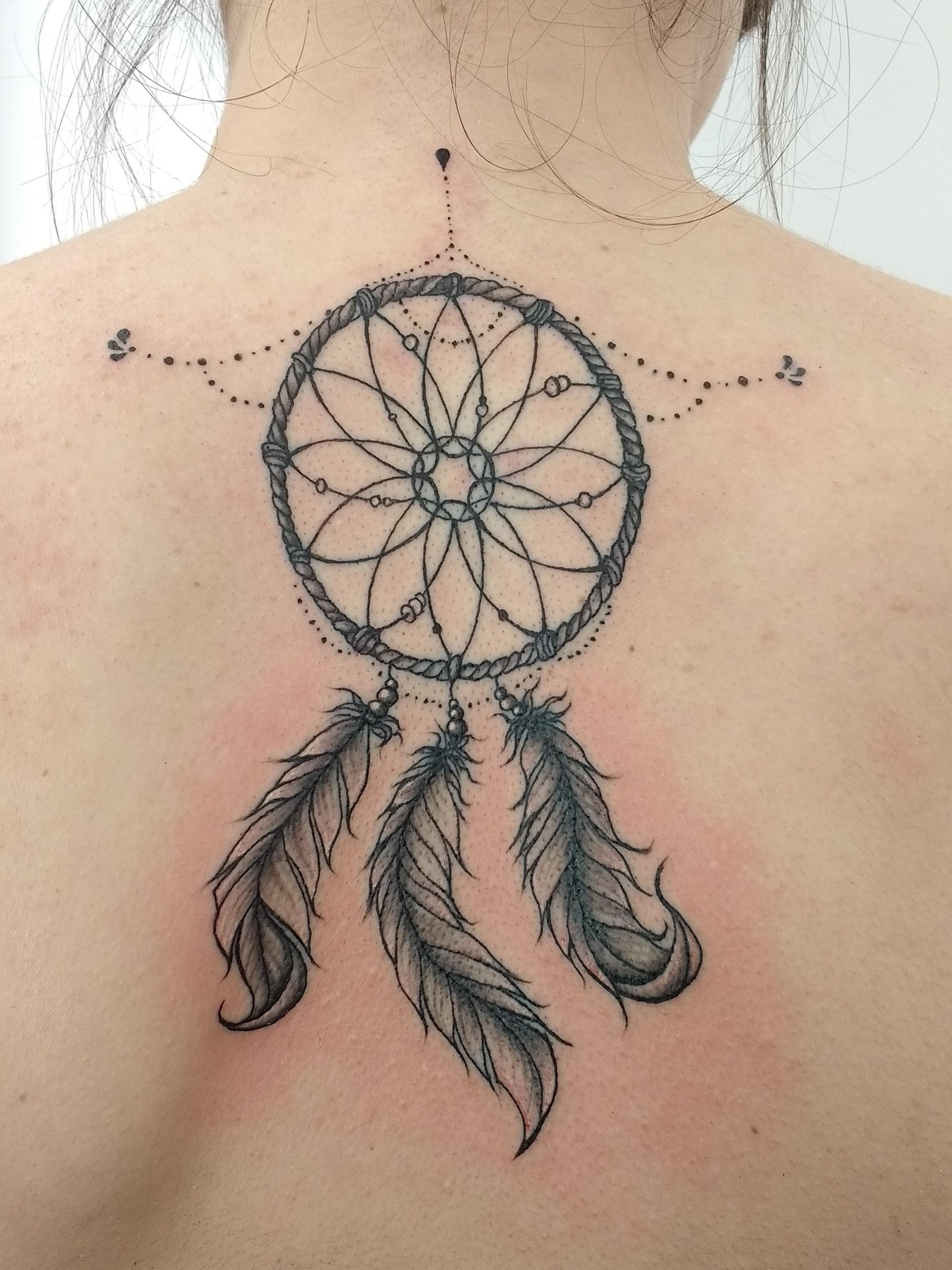 Tatuaje atrapasueños espalda